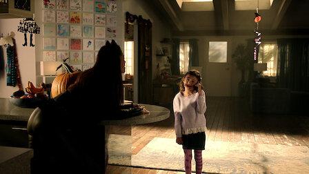 觀賞人皮怪物。第 2 季第 6 集。